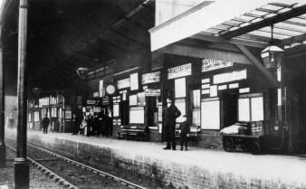 Hatfield Main Platform 1900 ©