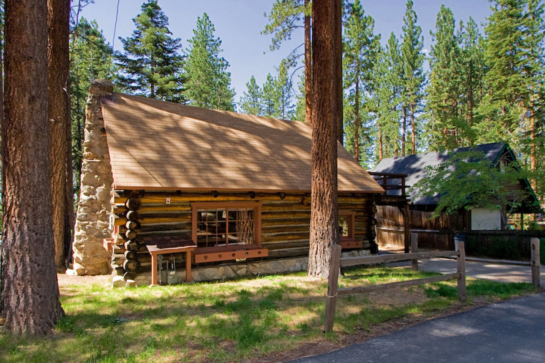 Lake tahoe log cabin small house bliss for Cabins small