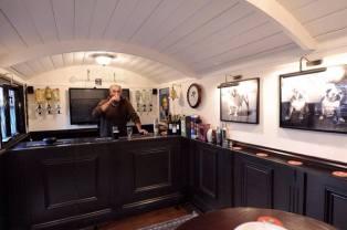 20141206sa-shepherds-hut-wagon-retreat-tiny-house-interior-example-004