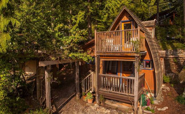 Small Guest Cabin In Sechelt British Columbia