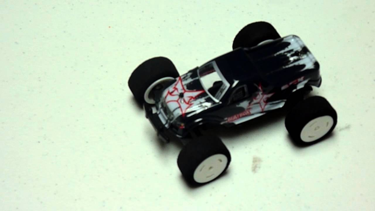 Unboxing the ECX BeatBox 1/36-scale Monster Truck [Video]
