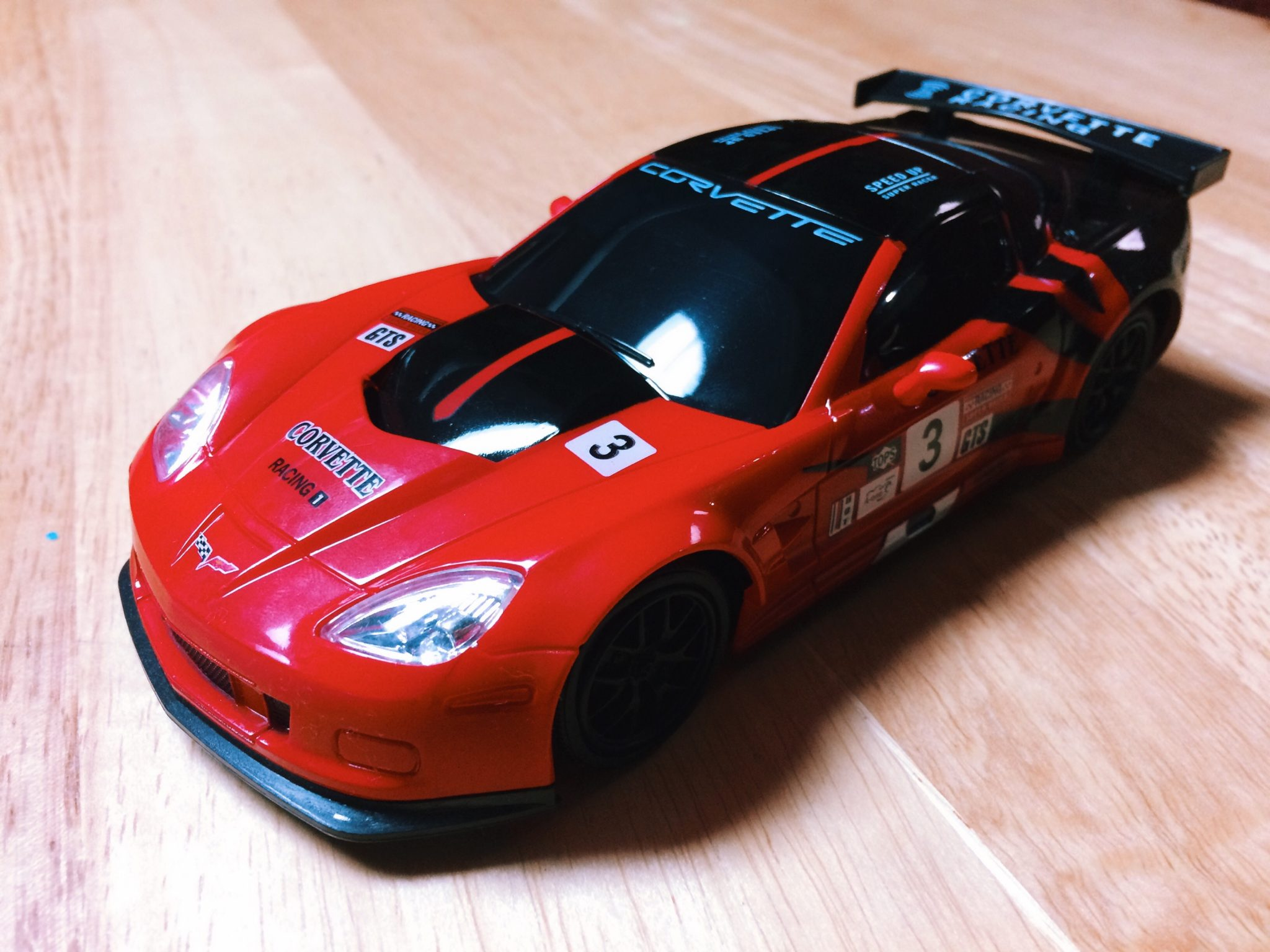 Unboxing: Lollipop Toys 1/24-scale Corvette CR6 [Video]