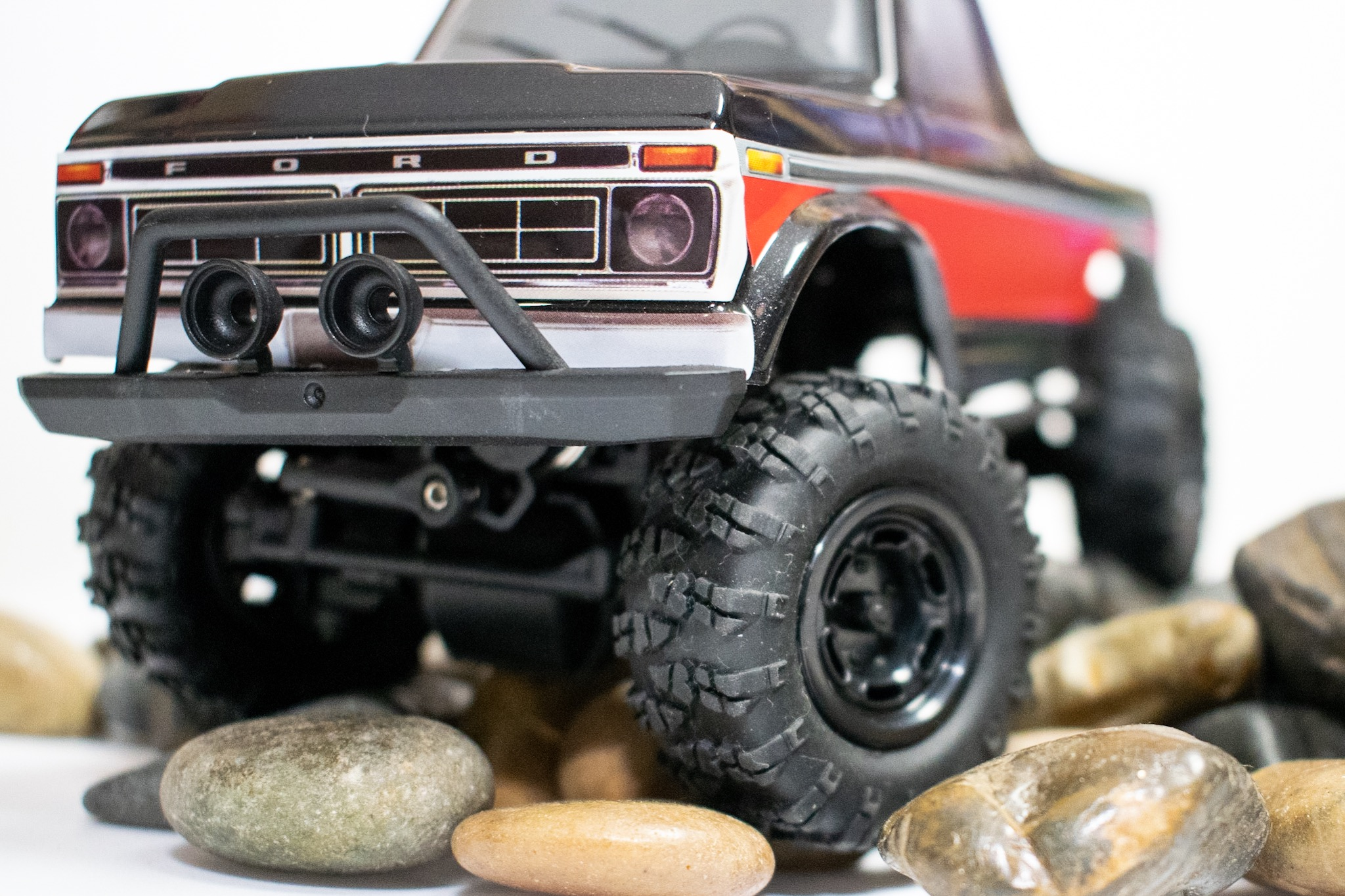 Carisma Scale Adventure MSA-1E 1976 Ford F-150 - Indoor Crawl 2