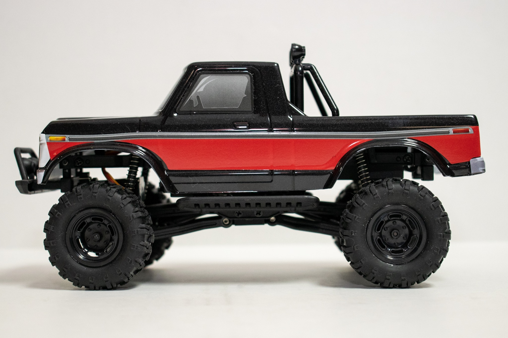 Carisma Scale Adventure MSA-1E 1976 Ford F-150 - Side