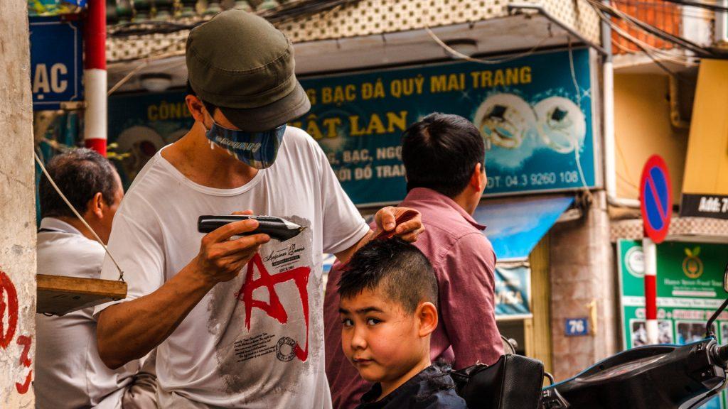 vietnam-barber-street-hanoi