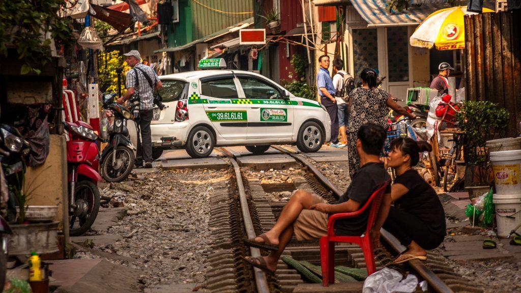 hanoi-street-train-taxi