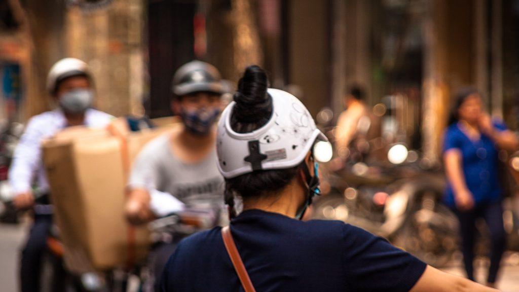 casco-vietnam-helmet-street