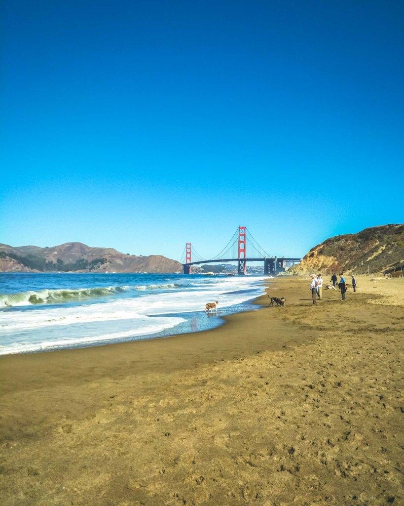 Veduta del golden gate bridge dalla spiaggia