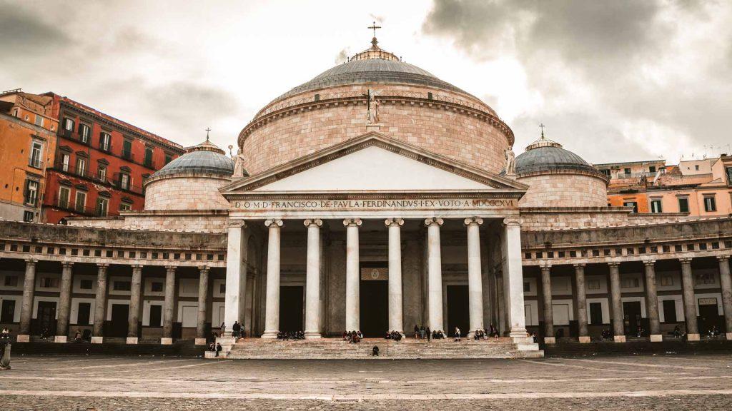 La Basilica Reale Pontificia San Francesco da Paola in piazza Plebiscito
