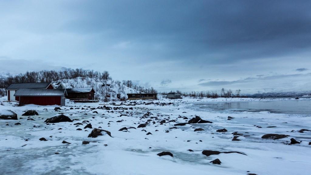 Cielo grigio piombo giornata nuvolosa notte polare