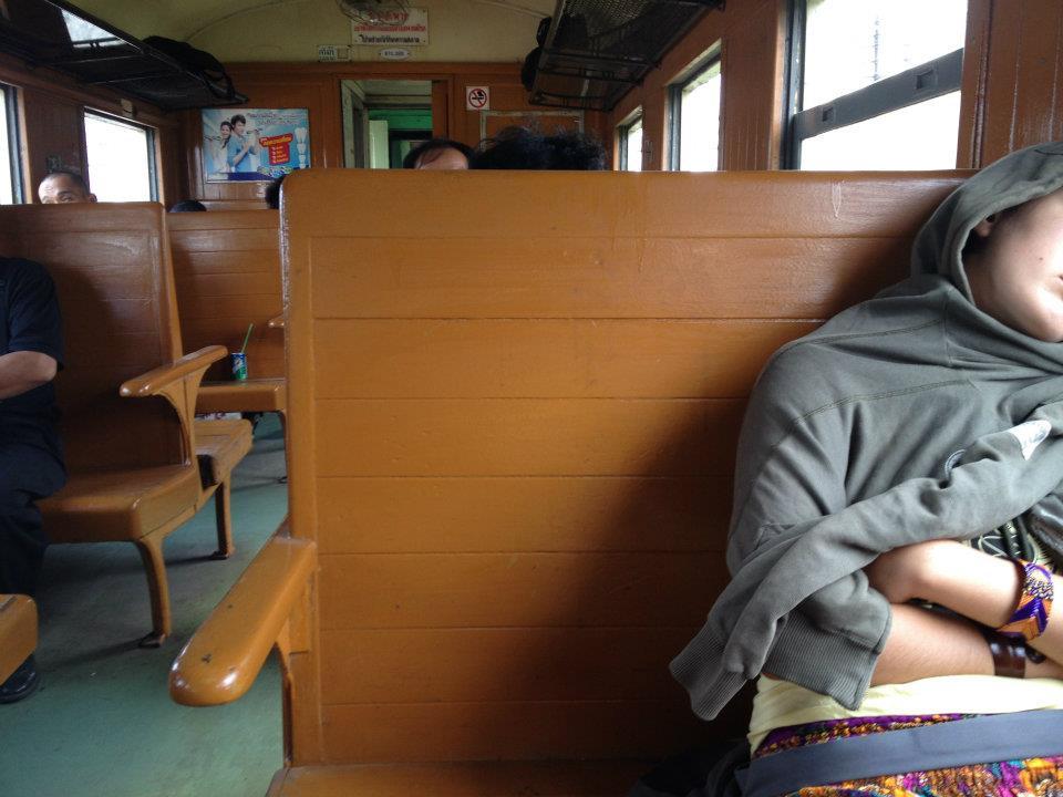 treno thailandese in terza classe