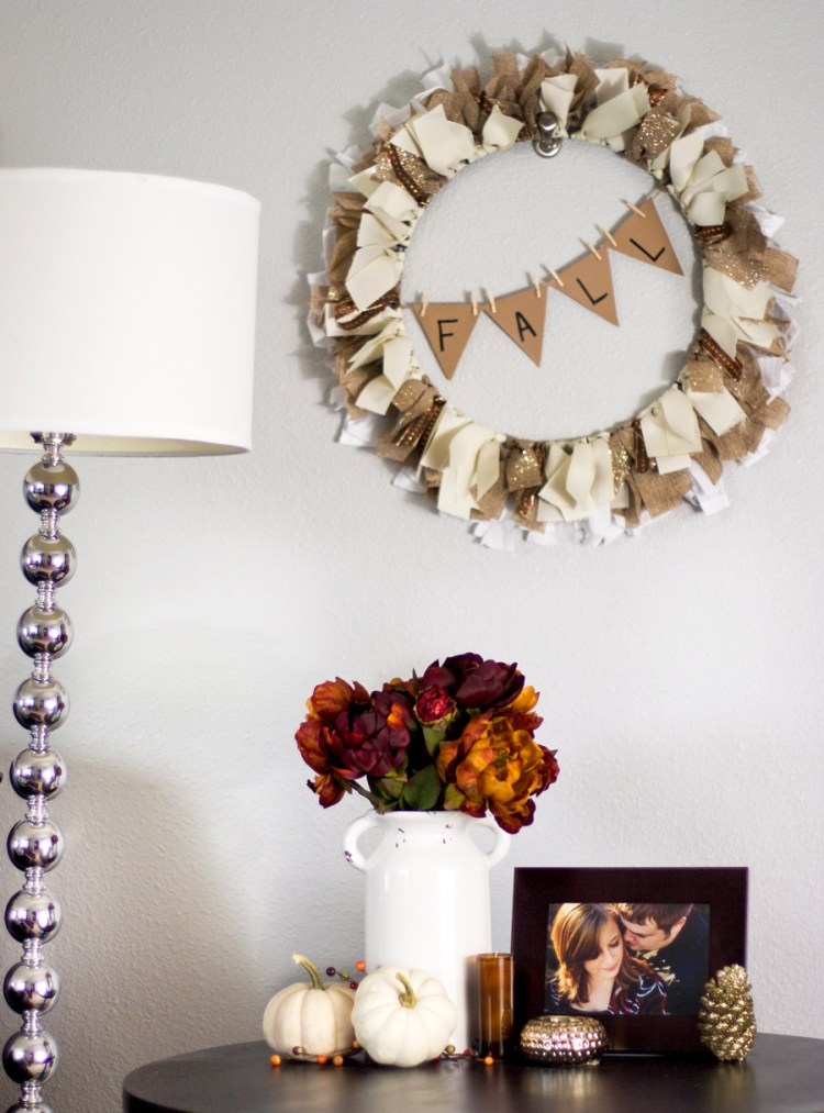 This looks like a really easy ribbon wreath project I could diy for cheap. Love the fall banner!