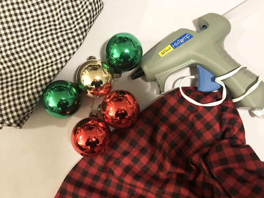 Aren't these plaid and checked ornaments super cute?! What a grey idea for DIY Christmas ornaments! I love how easy and thrifty these are to make. Adding this to my craft list for sure!