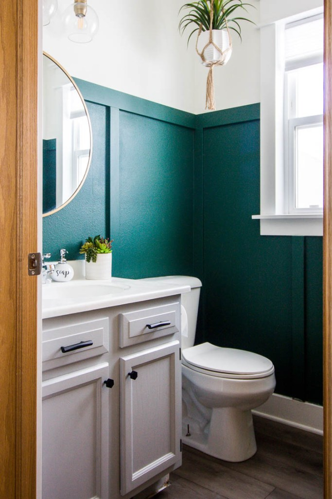 select-surfaces-warm-gray-laminate-in-green-bathroom