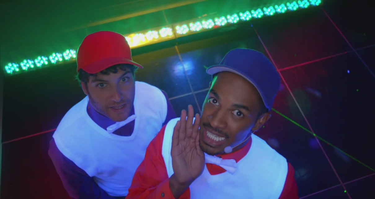 Happy Endings - Happy Endings - 3x03 - Boyz II Menorah