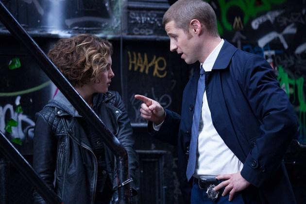 Gotham saison 1 - Gotham 1x03 : The Balloonman