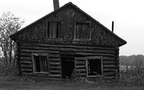 archipel - Pierre noire : maison hantée en campagne française vieille maison pierre noire