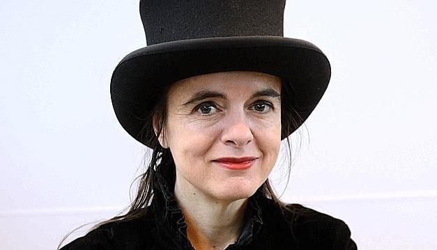 Amélie Nothomb, Le crime du comte Neville : château, mon beau château