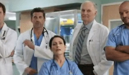 Un crossover Scrubs-House-Grey's Anatomy-Urgences-M*A*S*H !