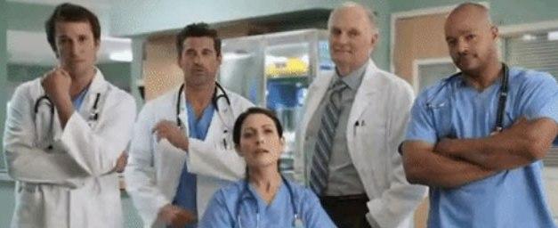 Un crossover Scrubs-House-Grey's Anatomy-Urgences-M*A*S*H !
