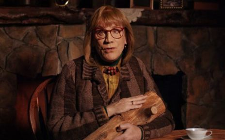 david lynch - Playing Lynch : John Malkovich rejoue les meilleurs personnages de David Lynch log lady john malkovich playing lynch