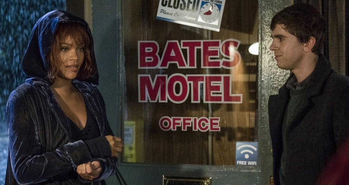 bates motel - BATES MOTEL : la scène de douche, enfin rihannabatesmotel2103a
