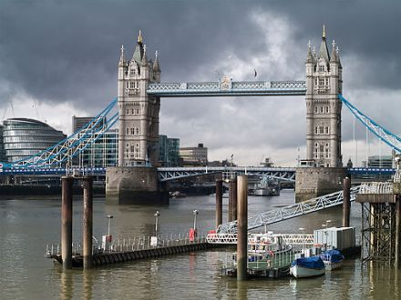Tower Bridge | Myrabella / CC-BY-SA-3.0 & GFDL / Wikimedia Commons