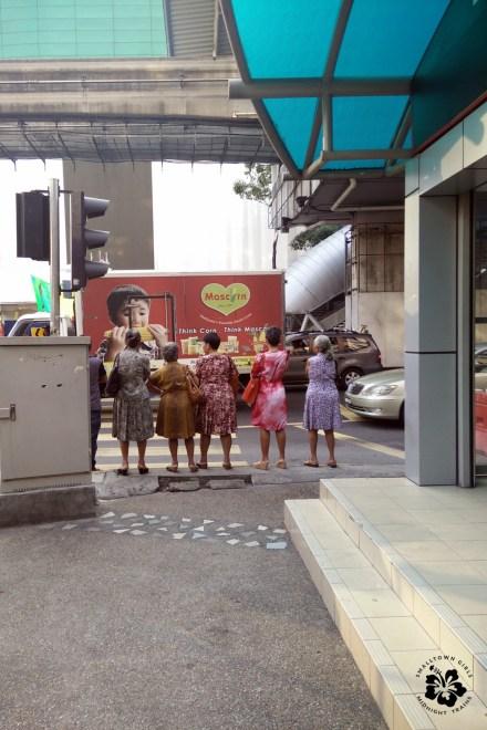 _KL2015_old ladies crossing the street
