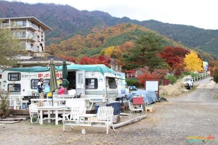 SGMT Japan Lake Kawaguchi Momiji Kairo 09 Camper by lakeside