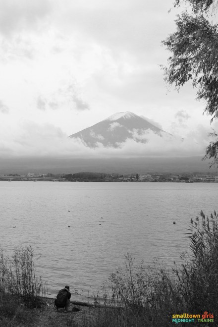 SGMT Japan Lake Kawaguchi Momiji Kairo 12 Mount Fuji and photographer