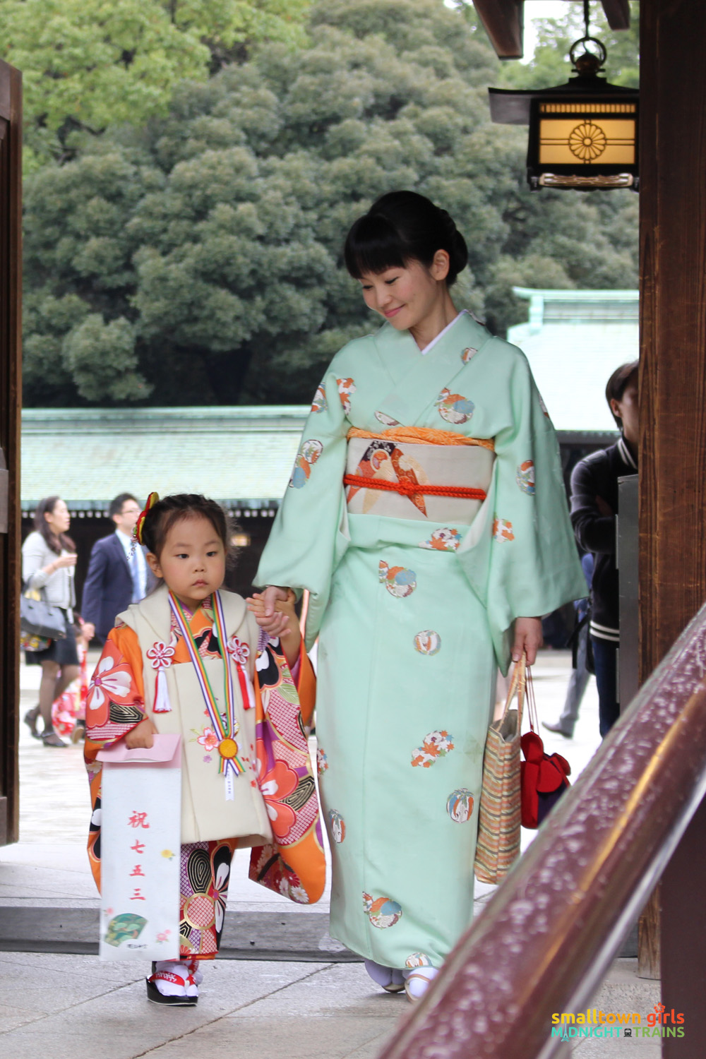 SGMT Japan Tokyo Meiji Shrine 04 mother and daughter