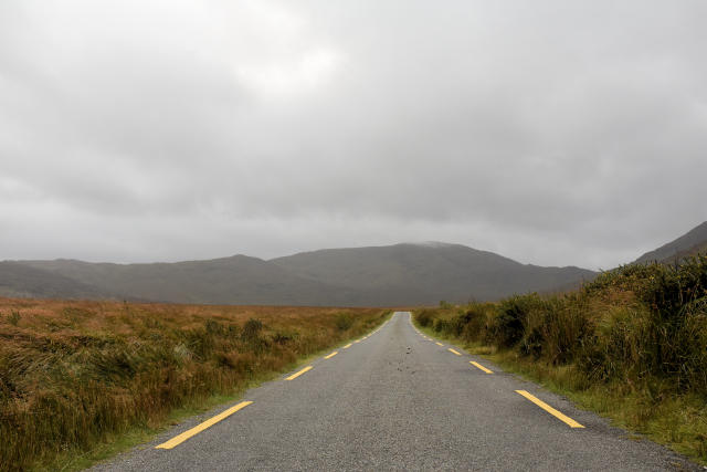 The road to Ballaghisheen Pass.