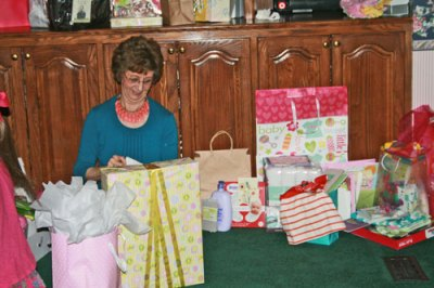granny-and-the-gifts