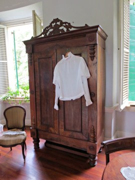 Using wardrobes instead of build-in closets meant lower taxes.