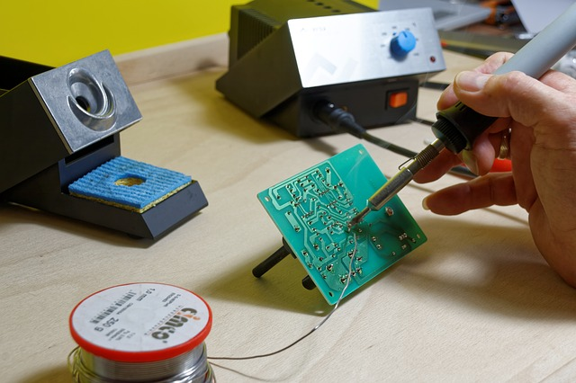 Soldering diy mini tube amp kit Photo by Bru-nO
