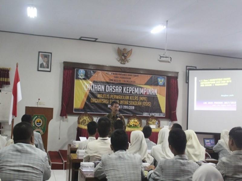 Latihan Dasar Kepemimpinan MPK dan OSIS
