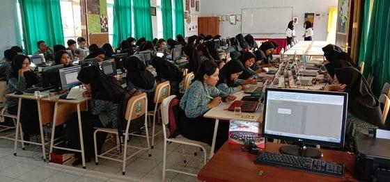 Ratusan Siswa SMP Negeri Berburu Kursi PPDB di SMANAS 2