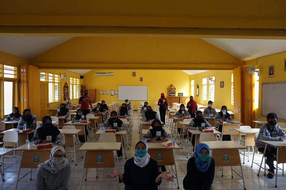Tim Dosen Sosiologi UM Beri Sosialiasi Etika Bermedia Sosial pada Pengurus OSIS SMANAS 1