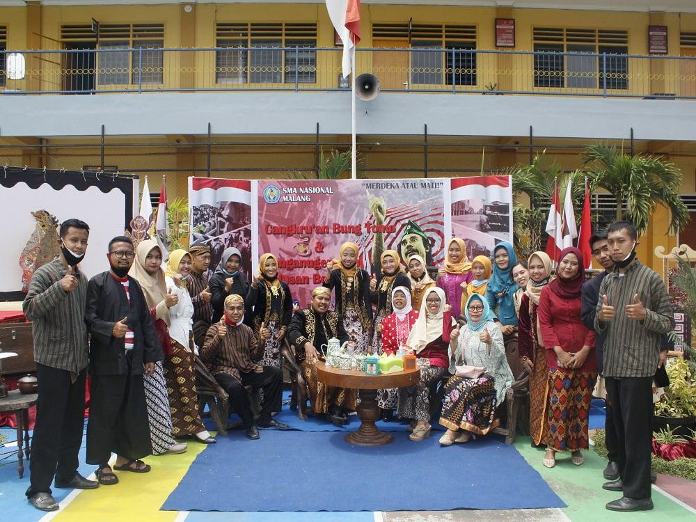 Penganugerahan Alumni Berprestasi SMANAS dalam Cangkrukan Bung Tomo di Hari Sumpah Pemuda 10