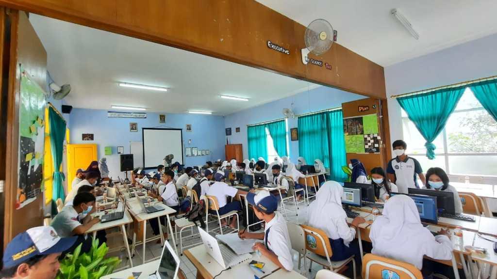 Padat Merayap: Peserta Tes Kembali Penuhi Kursi SMANAS 3