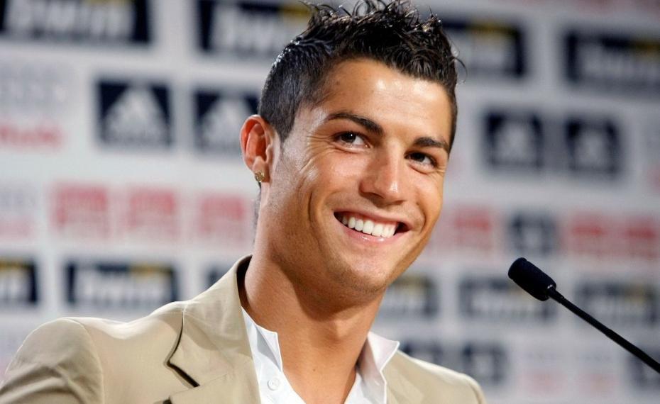 Ronaldo si veste da barbone e sorprende un bambino