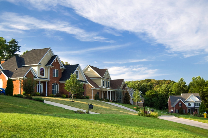 Buying a Home This Summer? Our Guide to Finding the Perfect New Neighborhood