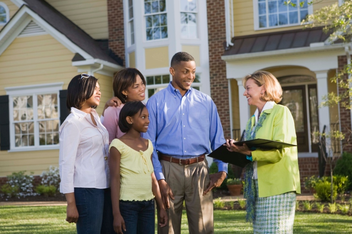 Mind Your Manners: Four Etiquette Tips That Will Help Make the Home Buying Process Go Smoothly