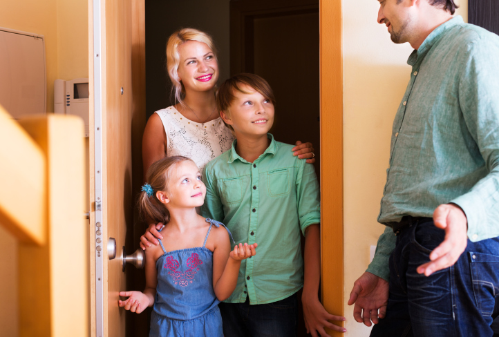 Welcoming Strangers: the Pros and Cons of Hosting Open Houses During the Home Selling Process