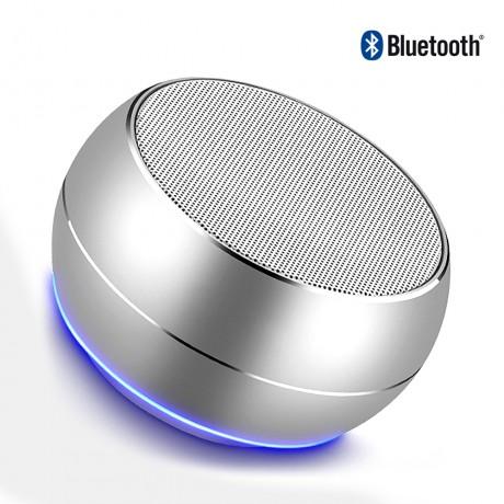 haut parleur bluetooth avec lumiere led et microphone integre argent