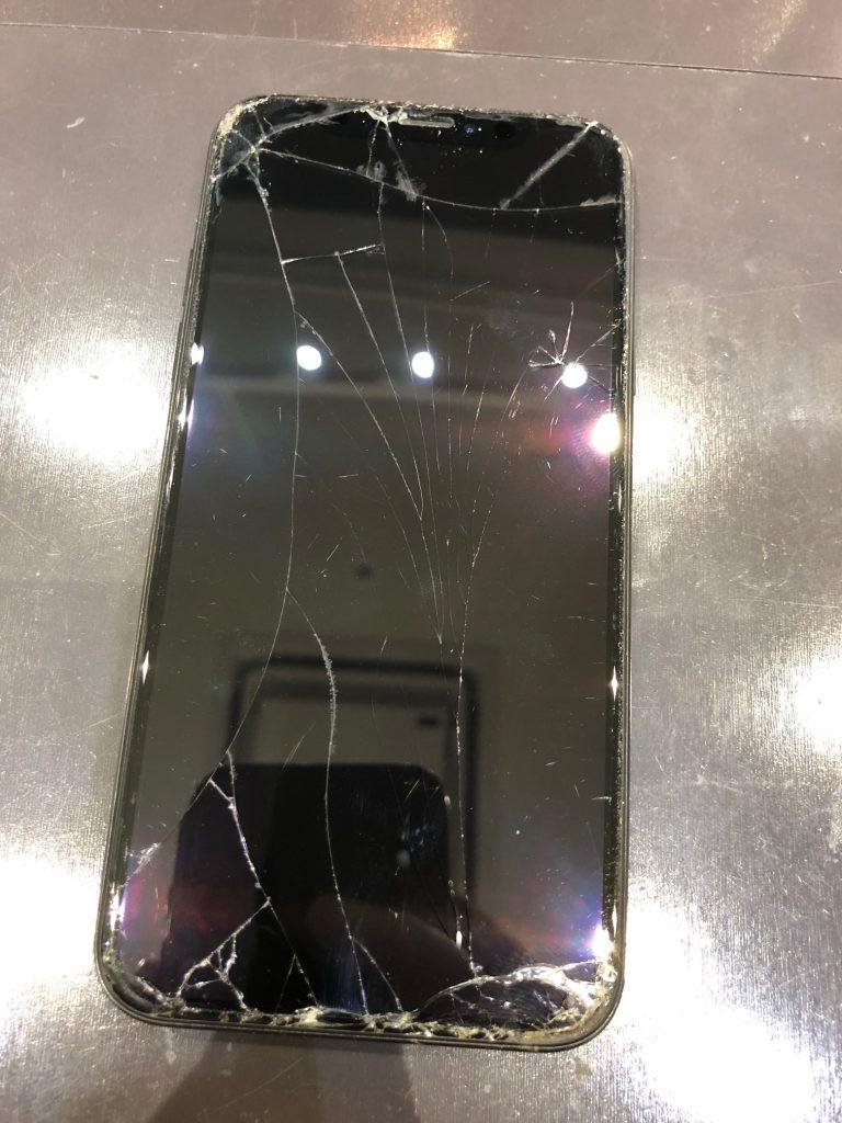 iPhoneXSの画面割れ修理