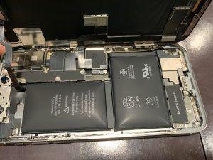 アイフォン iPhone X 劣化 バッテリー 電池 消耗 膨張 爆発 破裂 故障 浮き