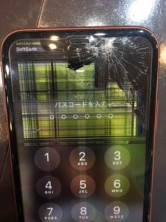 iPhoneXR画面交換!液晶まで損傷した端末💦宝塚市よりお越しのお客さま
