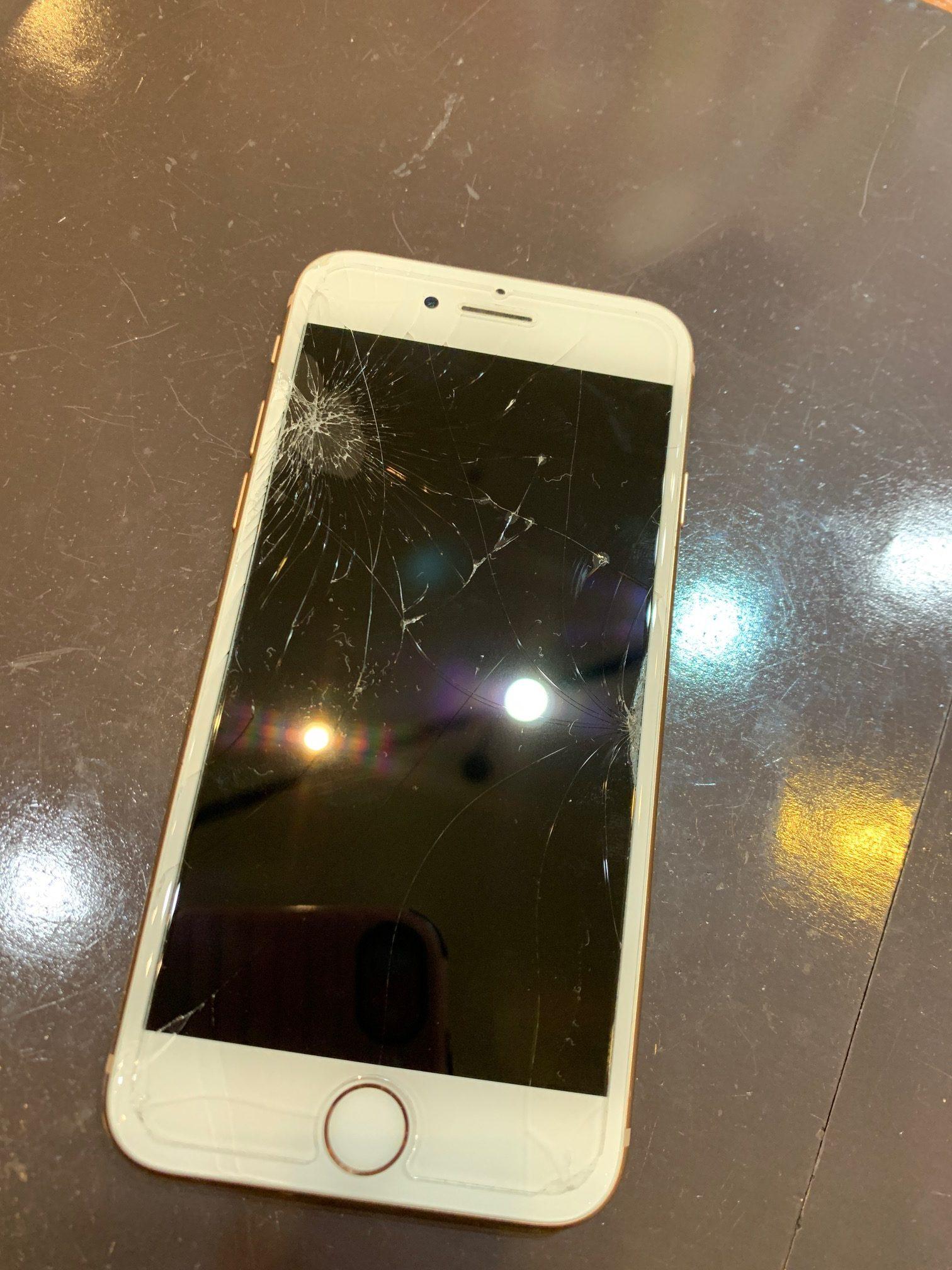 表面がバキバキになったiPhone7|データそのまま即日最短30分修理|岐阜県各務原9月4日オープン!