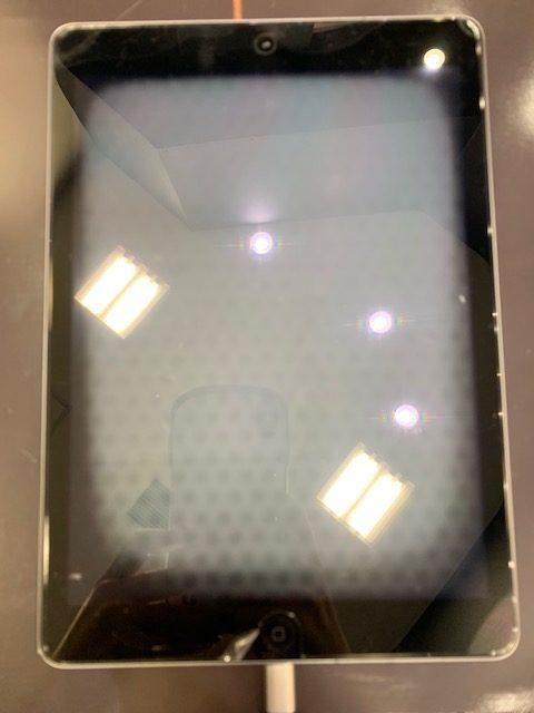 iPadAir落下で液晶が真っ白に【iPad画面液晶交換 一宮市からご来店下さいました】